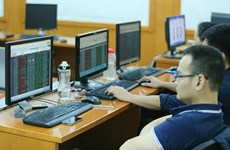 越南基准股指VN-Index增长近28点 突破1115点大关