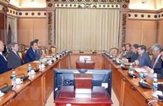 胡志明市领导会见日本自由民主党代理秘书长