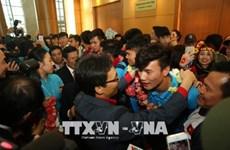 越南球迷心目中的冠军U23足球队回国  数万名球迷涌上街头欢迎