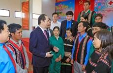 国家主席陈大光向越南橡胶工业集团劳动者拜年