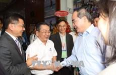 胡志明市市委书记阮善仁走访调研越南宝成工业有限责任公司