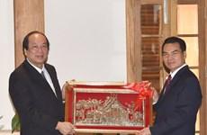 进一步推动越老两国政府办公厅在各工作方面的合作