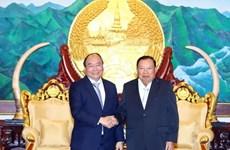 越南政府总理阮春福会见老挝领导人