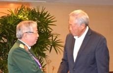 阮志咏同新加坡国防部长黄永宏和中国国防部部长常万全进行会晤