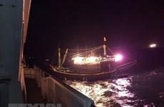 中国成功救助海上遇险的越南渔民