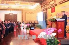 胡志明市与外国代表机构举行友好见面会