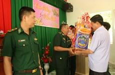 越南各地举行春节见面会 向武装力量和越南侨胞拜年