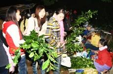 独特的一年一度于半夜开市的春节集市