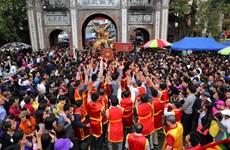 """同暨鞭炮恭迎仪式 成千上万人围着""""巨龙""""巡街"""