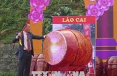 老街省上祠庙会吸引四面八方游客前来参观游览