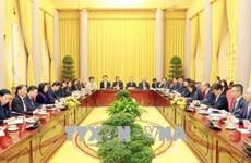 越南国家副主席邓氏玉盛会见日本工商总会代表团