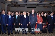 阮春福和澳大利亚总督科斯格罗夫出席庆祝越澳建交45周年招待会