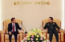 越南国防部部长吴春历大将会见柬埔寨内政部国务秘书腾沙旺