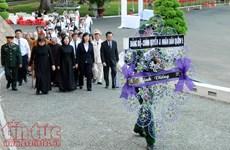 390多支代表团和人民群众前来吊唁原政府总理潘文凯