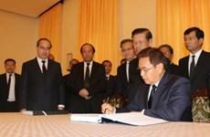 国际友人纷纷前来吊唁原政府总理潘文凯