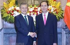 韩国媒体争相报道韩国总统文在寅访越的信息