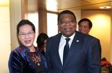 越南国会主席阮氏金银会见各国议会联盟秘书长马丁·纯贡
