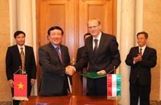 越南最高人民法院院长阮和平对匈牙利进行工作访问