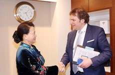 国会主席阮氏金银会见荷兰三角洲工程副高级专员赫门·波斯特