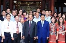越南政府总理阮春福走访钵场手工艺村