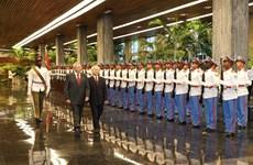 越共中央总书记阮富仲同古巴国务委员会主席劳尔•卡斯特罗举行会谈