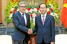 越南国家主席陈大光会见蒙古国家安全委员会秘书长