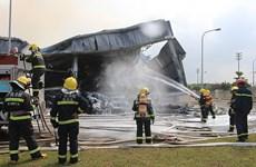 广宁省芒街市一家中国香港公司纤维厂遭火灾:中国东兴消防队前来营救