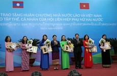 越南与老挝向两国优秀妇女授予勋章