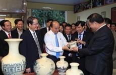 阮春福:继续维护和充分发挥海阳省舟逗陶瓷品牌价值
