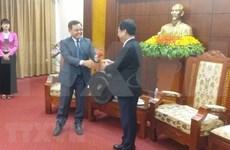老挝建国阵线中央委员会主席访问越南和平省