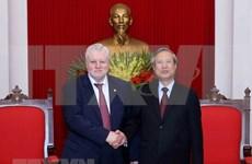 越共中央常务书记处书记陈国旺会见公正俄罗斯党代表团