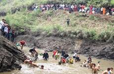 河江省瑶族同胞的捕鱼节热闹举行