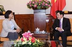 越南政府副总理兼外交部长范平明会见摩洛哥外交与国际合作部国务秘书穆尼娅•布塞达