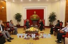法国共产党高级代表团对越南进行访问