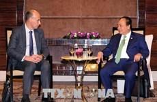 阮春福出席大型跨国集团及公司领导圆桌座谈会