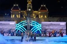 纪念越南南方解放、国家统一43周年文艺晚会在胡志明市举行