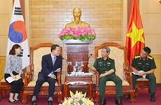 越南与韩国密切两军代表团互访