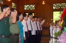 胡志明主席诞辰128周年:乂安省向胡伯伯敬香