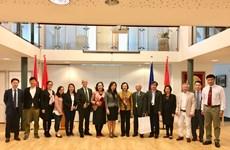越共中央民运部代表团对荷兰进行访问