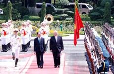 越南国家主席陈大光举行宴会 欢迎澳大利亚总督科斯格罗夫访问