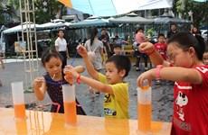 来越南妇女博物馆参加夏季探索活动