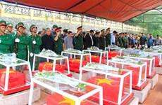 昆嵩省为16具烈士遗骸举行追悼会和安葬仪式
