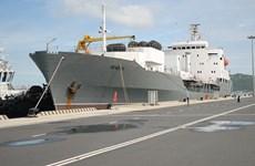 俄罗斯军舰访问越南金兰国际港