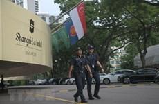 新加坡总理在美朝领导人会晤前夕会见美朝领导人