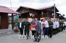 25具越南专家和志愿者遗骨归国安葬仪式在老挝举行