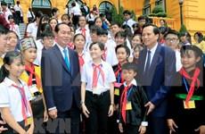 越南国家主席陈大光与全国优秀特困儿童会面