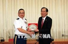 胡志明市领导会见各国驻越大使馆国防武官代表团