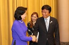 越南国家副主席邓氏玉盛会见日本福冈县知事小川洋