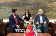 越南政府副总理范平明会见希腊国会领导