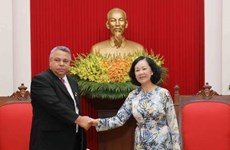 越共中央民运部部长会见古巴工人中央工会秘书长